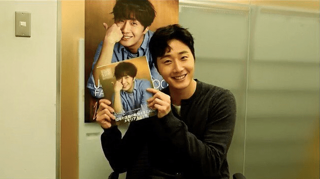2016-Jung-Il-woo-in-his-10th-Anniversary-Thank-You-Book.-Cover-and-Blue-Shirt.1.png