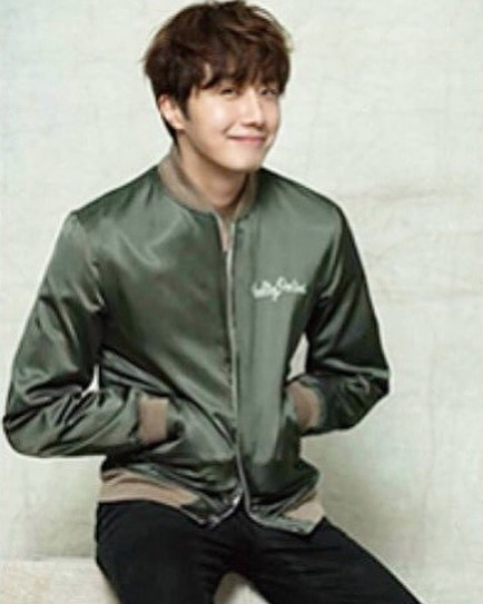 2016 Jung Il woo in his Green Jacket. Inst 3