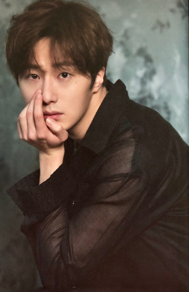 2016 Jung Il woo in the 10th Anniversary Book (in black shirt). 5