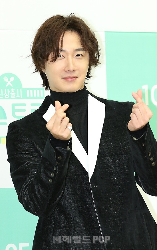 2019 10 25 Jung Il woo at the Press Conference for Convenient Restarurant KBS 17