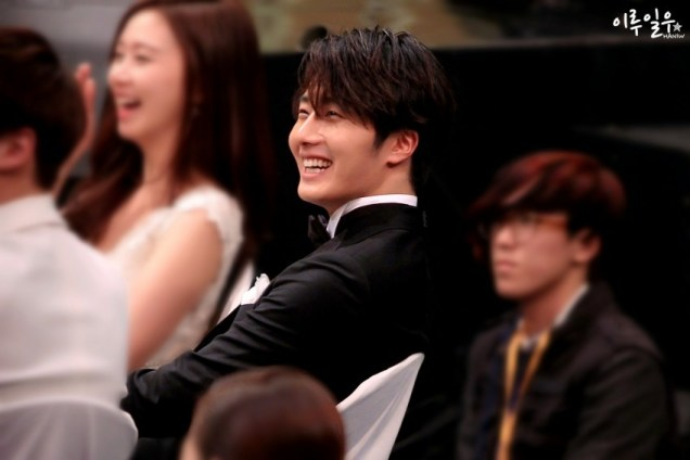 2014 12 30 Jung Il-woo at the 2014 MBC Awards Socializing 4