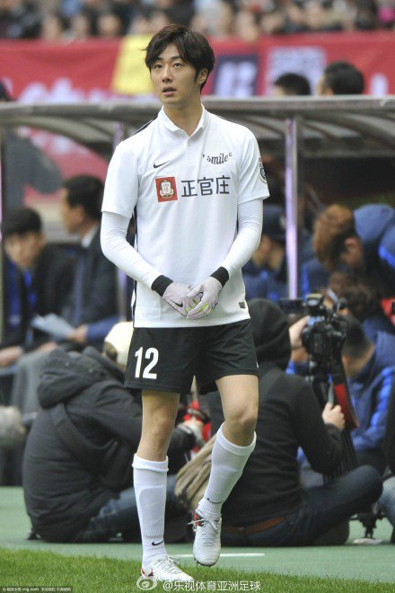 2016 1 10 Jung Il-woo playing soccer in the 2016 Asian Smile Cup. 27