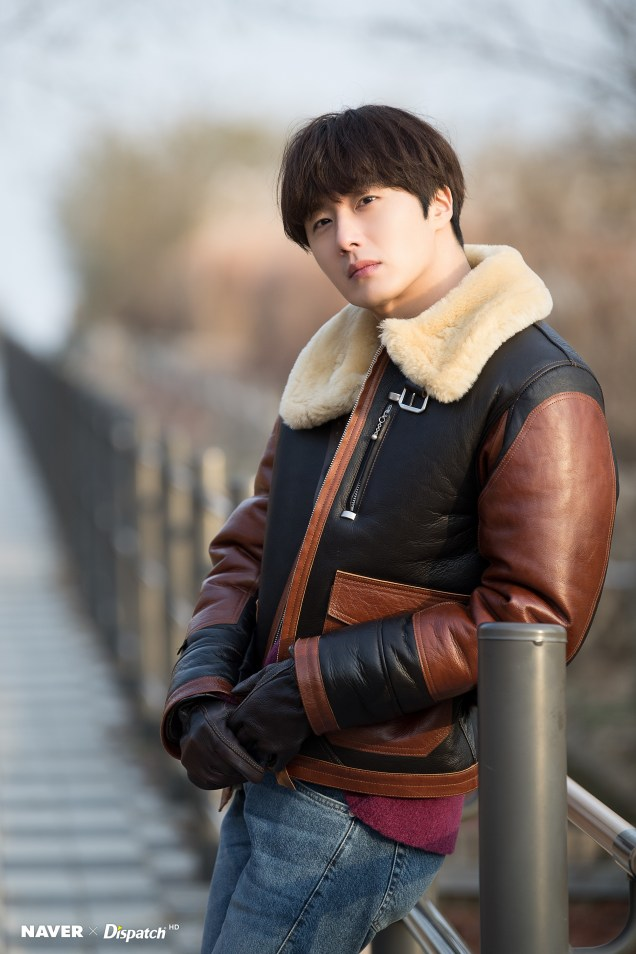 2019 12 5 Jung Il woo in a leather jacket photo shoot. Cr. Dispatch:Naver 2
