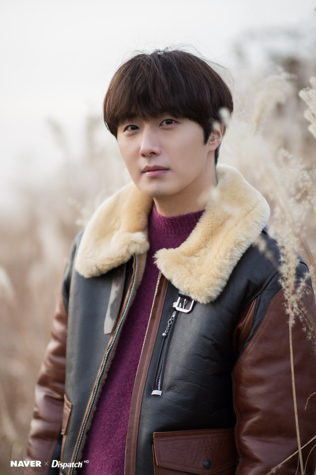 2019 12 5 Jung Il woo in a leather jacket photo shoot. Cr. Dispatch:Naver 5