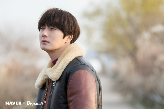 2019 12 5 Jung Il woo in a leather jacket photo shoot. Cr. Dispatch:Naver 6