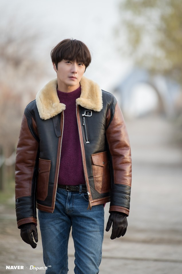 2019 12 5 Jung Il woo in a leather jacket photo shoot. Cr. Dispatch:Naver 9