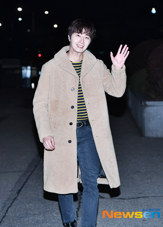 2019 12 7 Jung Il woo at KBS for filming of Happy Together 4 with Lee Soon-jae. 3