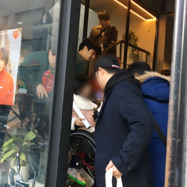 2019 Jung Il woo Share Your Love Bazaar. Cr. IG renoshinra. 2