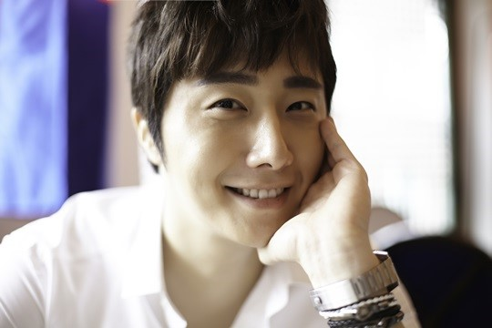2014 9 Dating Jung II-woo Starcast.  17.jpg