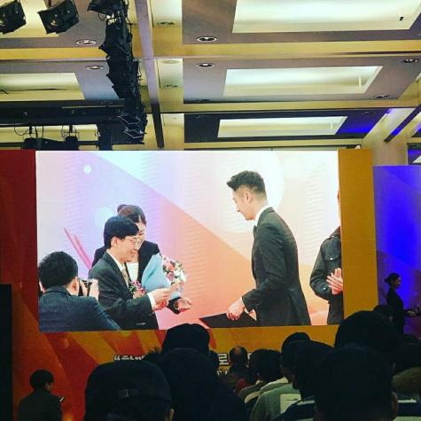 2017 12 5 Jung Il woo receives the Minister of Health and Welfare Award. 4