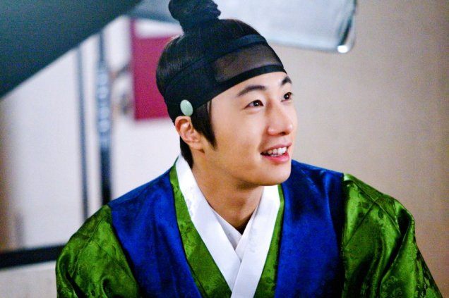 2012 Jung II-woo in The Moon Embracing the Sun Episode 6 Extras BTS 00017