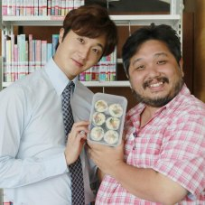 Jung Il woo in Behind the Scenes of Love and Lies. With the director. 1