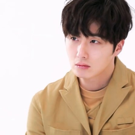 Jung Il woo in screen captures from his Kribbit Magazine, Bloom issue. 1.JPG