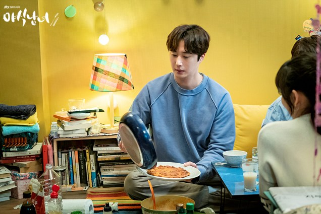 Jung Il woo in Sweet Munchies Episode 3. Stills from JTBC. 4