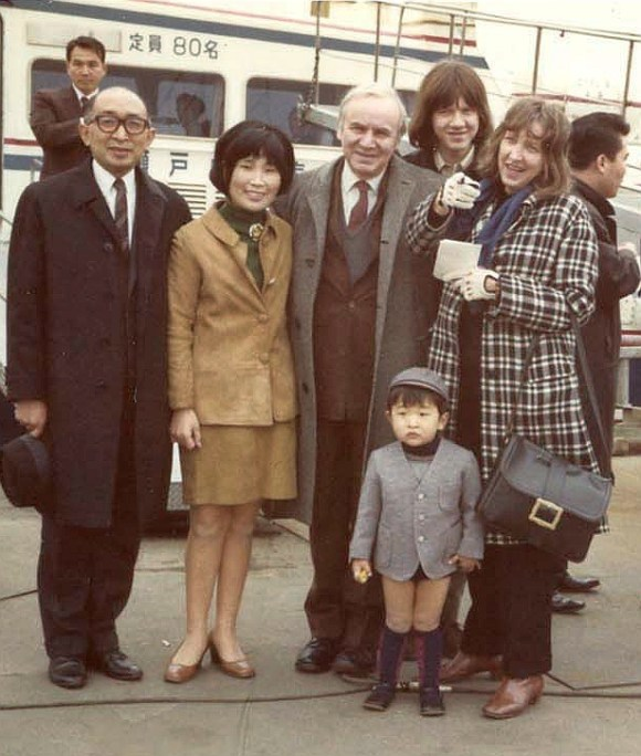 Kaoru and Keiko Ogura and their son pose for a picture with Robert Jungk and his family in 1970 COURTESY OF KEIKO OGURA (2)