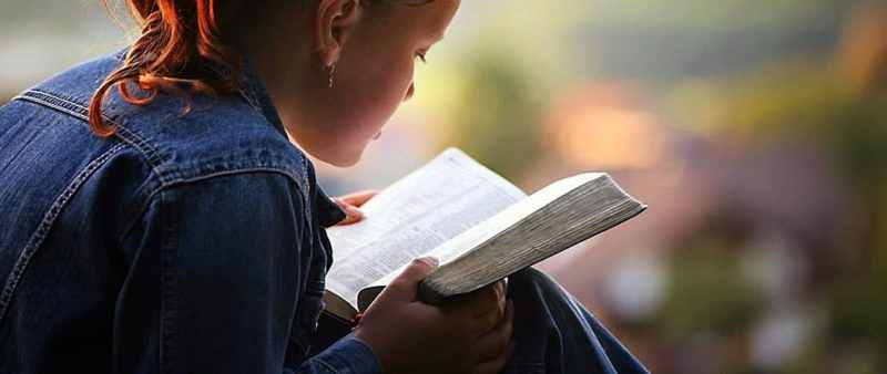 girl reading bible no attribution