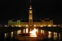 Centennial Flame bei Nacht