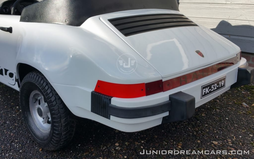 Porsche 911 Racing White