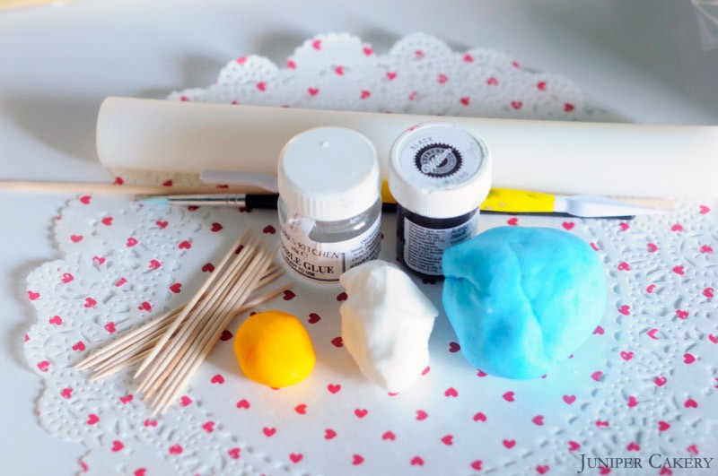 'Tutorial Tuesday' : How to make a sugarpaste/fondant bluebird