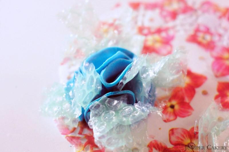 'Tutorial Tuesday': How to make a sugarpaste pom pom