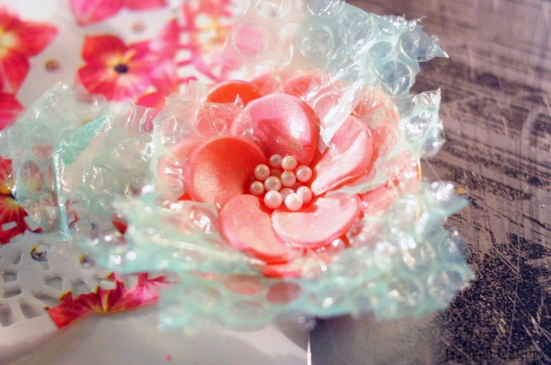 'Tutorial Tuesday': How to make a simple sugarpaste flower