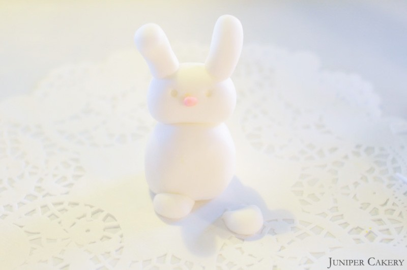 Easter Tutorial Week: How to make a sugarpaste bunny!