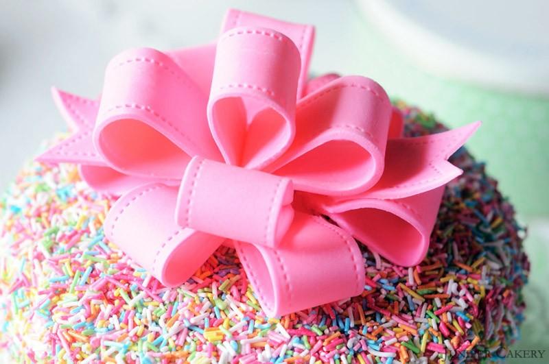Easter Tutorial Week: How to make a sugarpaste looped bow!