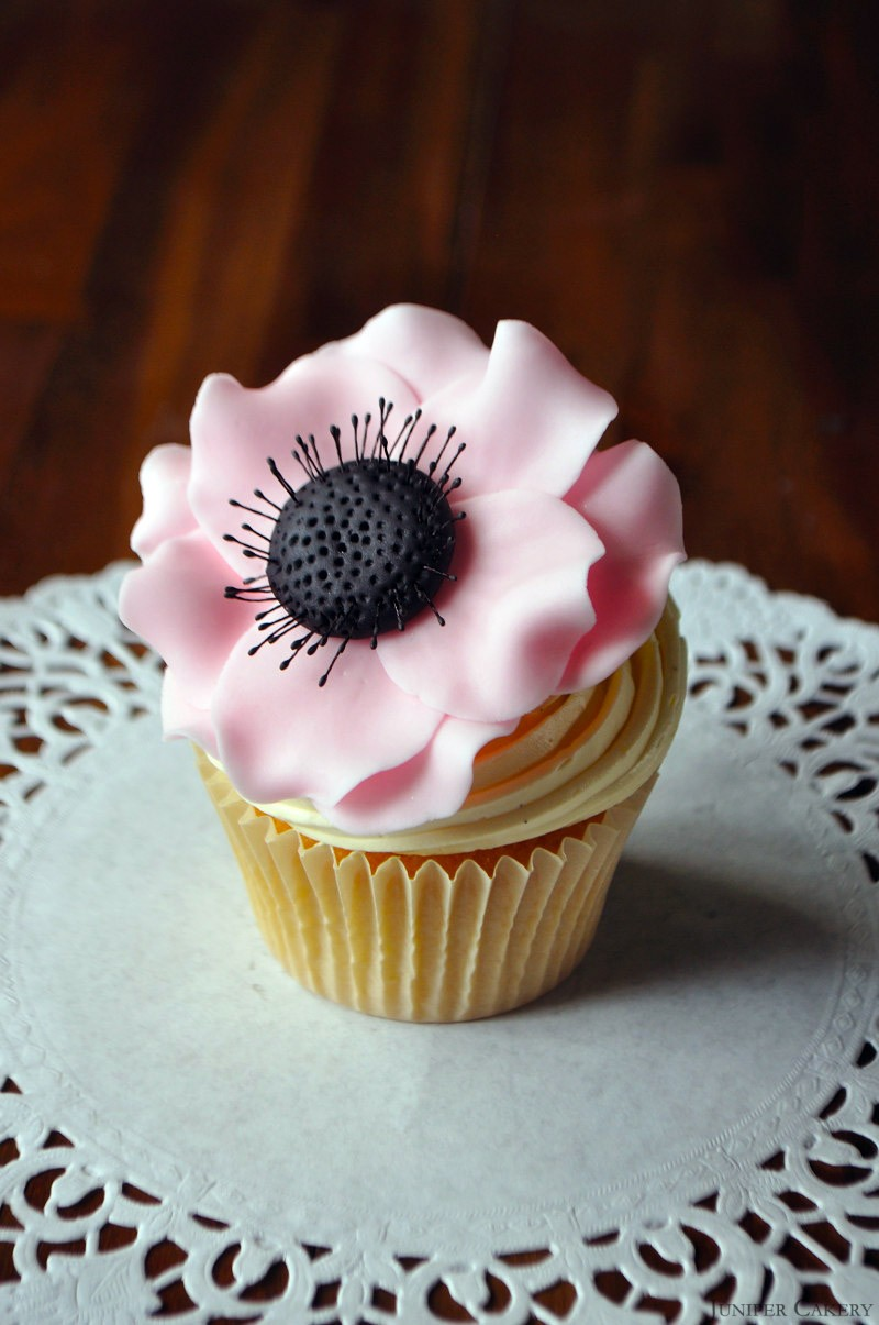 Tutorial Tuesday: How to make a sugar anemone flower for cakes