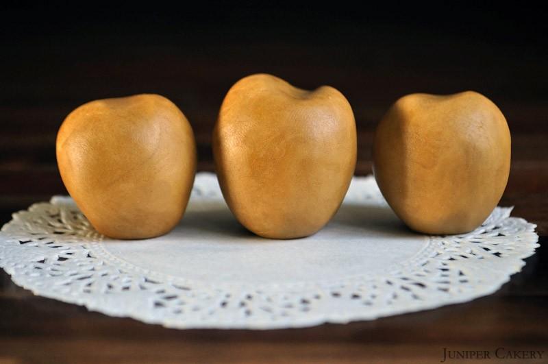Autumn Golden Apple Strudel Cupcakes