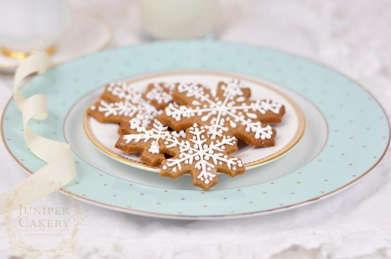 Winter snowflake cookies by Juniper Cakery