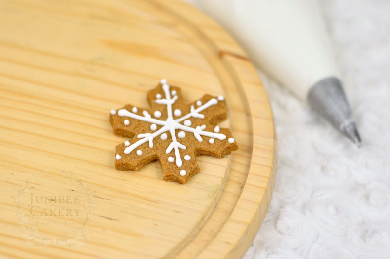 How to decorate snowflake cookies by Juniper Cakery