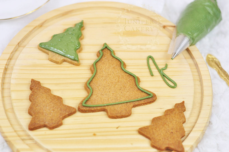 Christmas tree cookies tutorial by Juniper Cakery