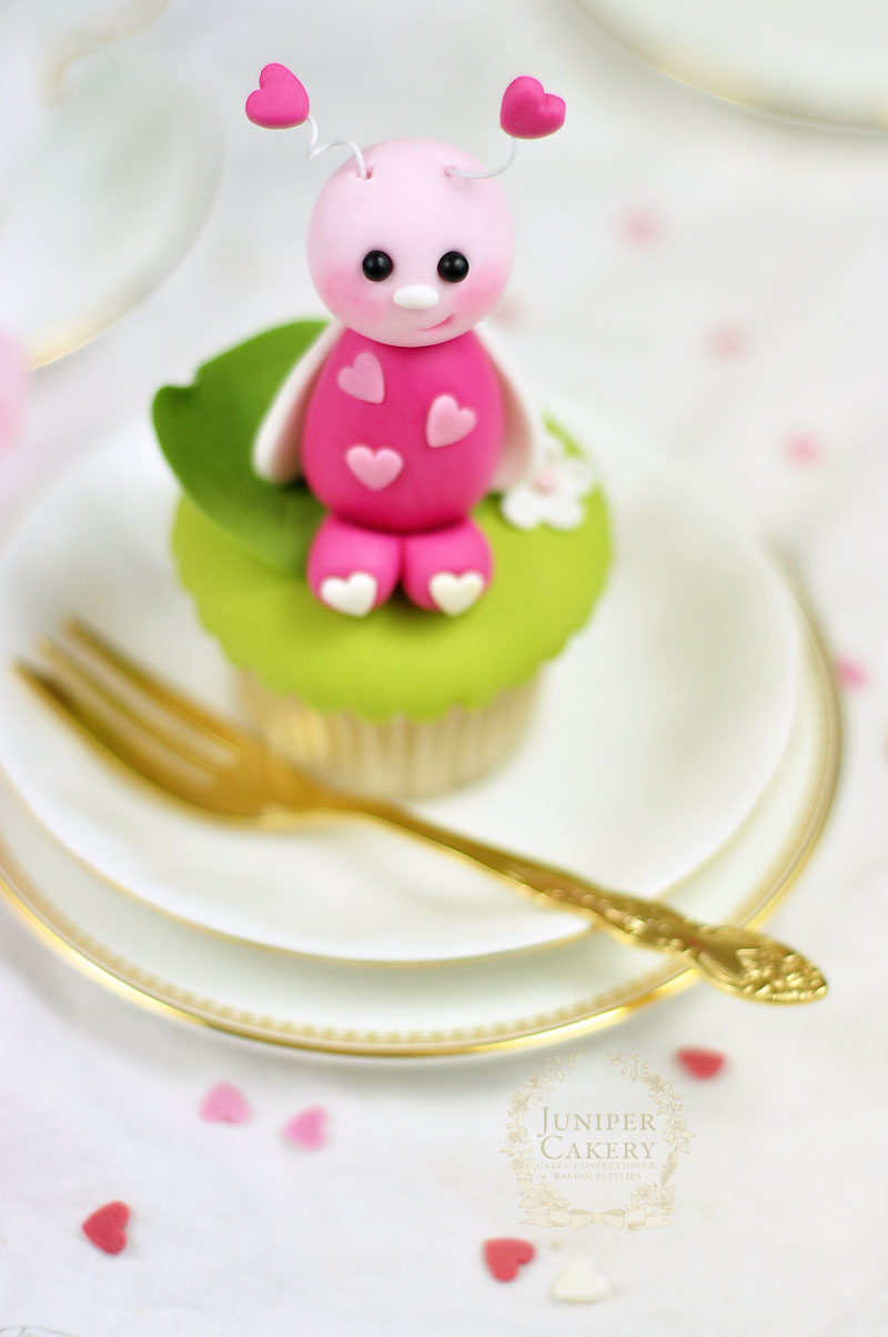 This fondant love bug tutorial by Juniper Cakery is perfect for Valentine's Day cupcakes!