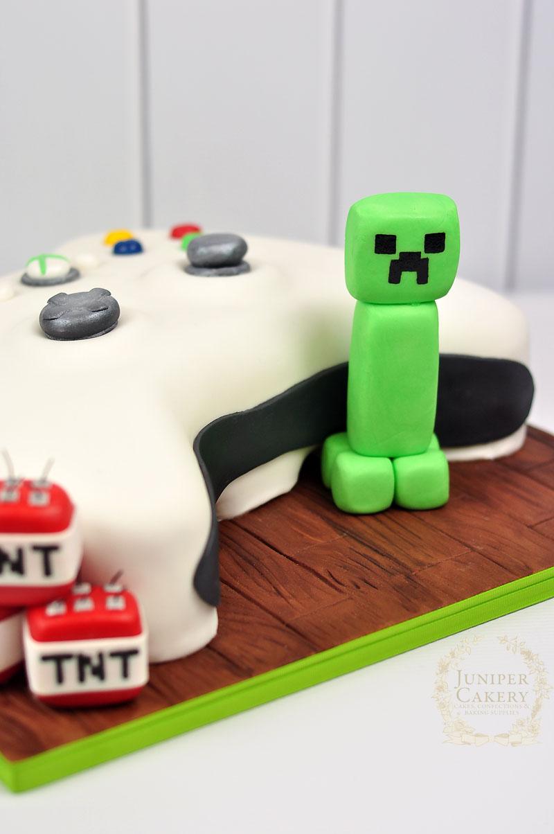 Gumpaste Creeper from Minecraft by Juniper Cakery