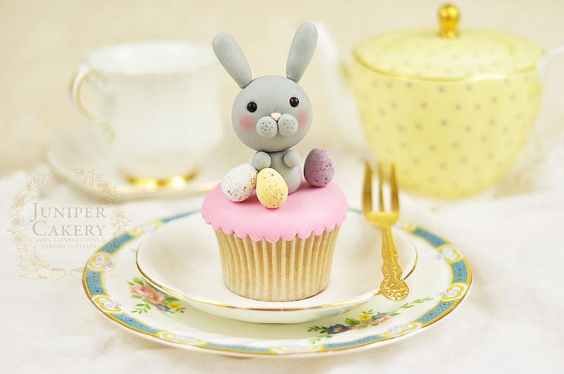Adorable fondant bunny cupcake by Juniper Cakery