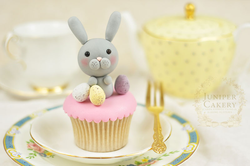 Step-by-step tutorial for a fondant rabbit by Juniper Cakery