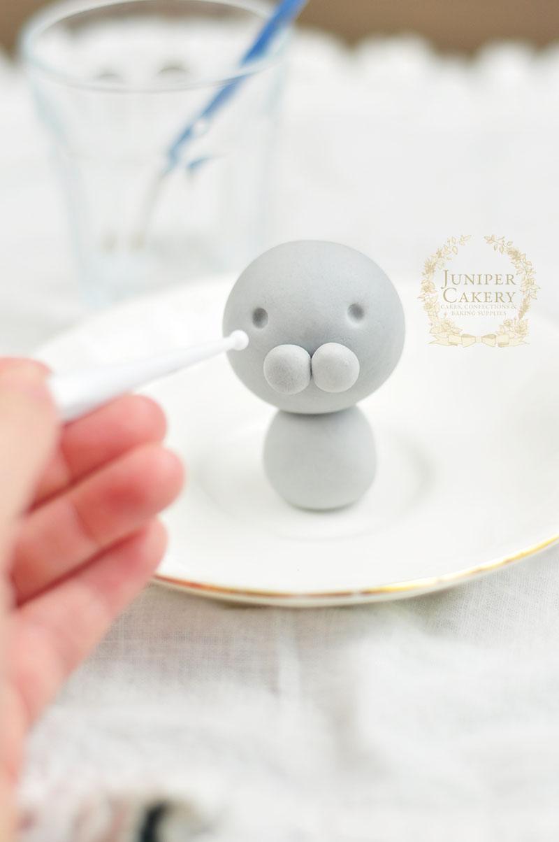Easy tutorial for  bunny rabbit cupcake topper from Juniper Cakery