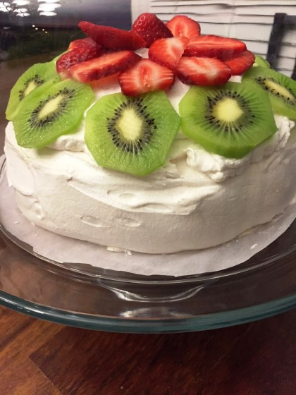 Pavlova recipe: an easy, dreamy dessert you'll fall in love with!