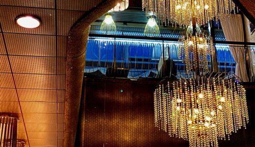 大阪・千日前商店街『喫茶アメリカン』豪華なシャンデリアが古き良き昭和を思わせるレトロ喫茶店
