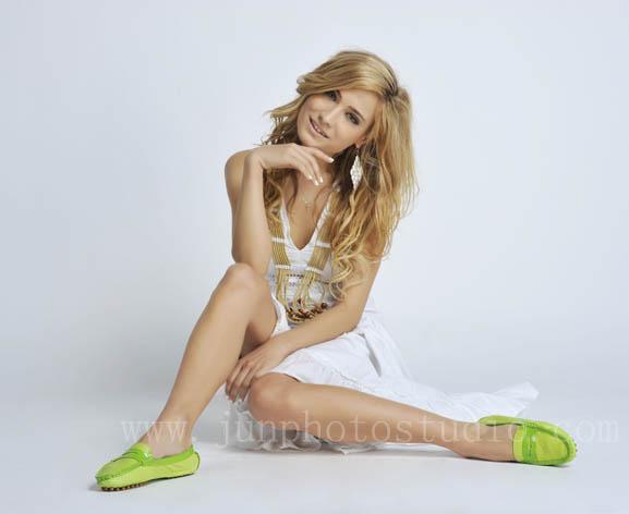 Hong Kong fashion photographer shoes model wearing green pump