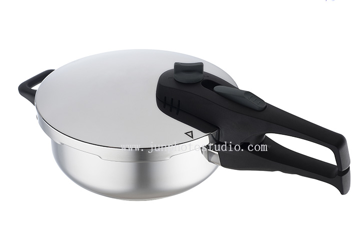 pressure cooker stainless steel product photographer