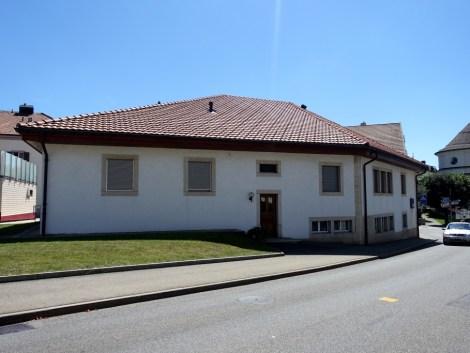 Immeuble commercial, locatif et garages