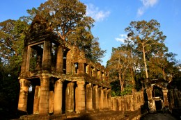 Preah Khan - a fusion temple dedicated to Buddha, Brahma, Shiva, and Vishnu. Amazing how Roman the columns looked