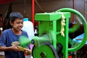 a hand spun sugar cane crushing machine