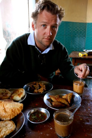 An Indian snack feast for breakfast in Nyaungshwe