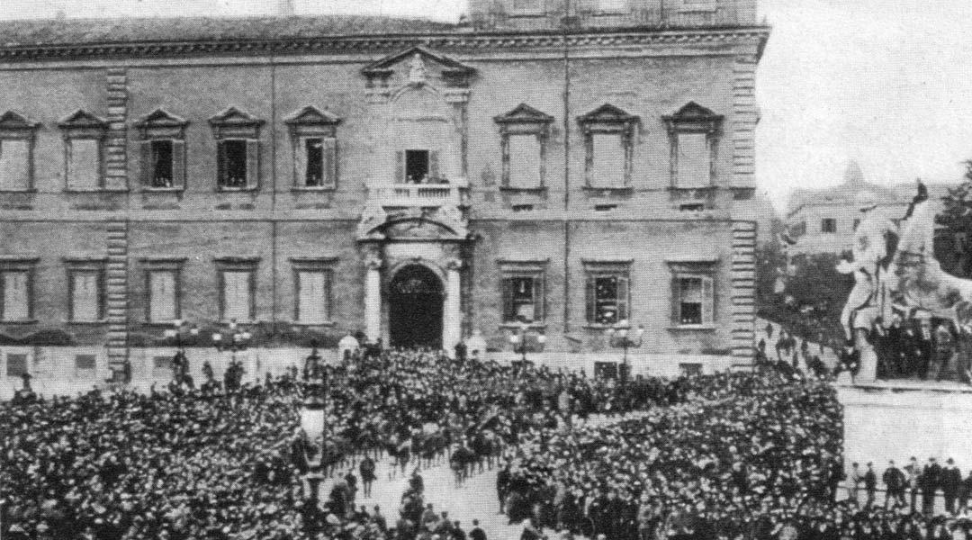 Apologia di fascismo, sfilata fascista davanti al Quirinale