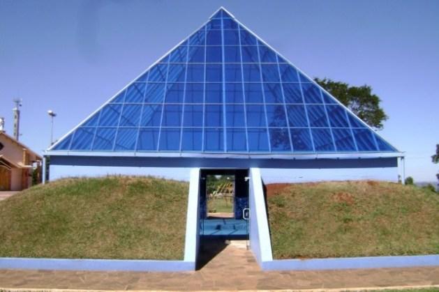 Pirâmide em Ametista do Sul