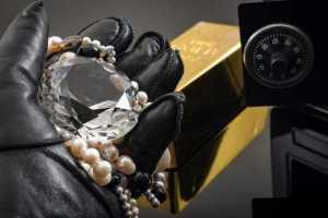 Condenada por roubo de joias não poderá sair da prisão para ir ao casamento do filho