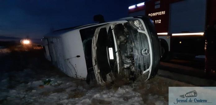 Microbuz cu 11 pasageri rasturnat la Calopar! Patru femei au ajuns la Spitalul de Urgenta Craiova ! 1
