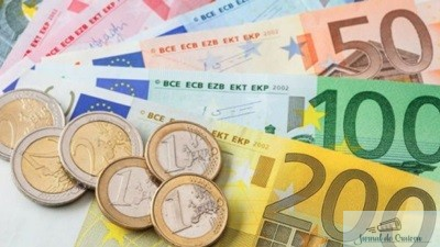 Euro a urcat de la 4,71 la 4,7569 lei!